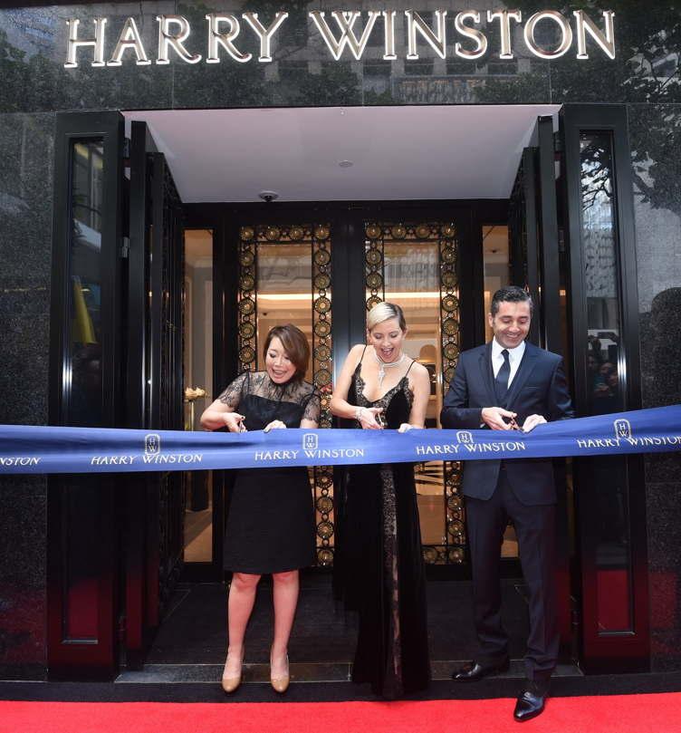 Kate Hudson cuts the ribbon, officially opening Harry Winston Hong Kong