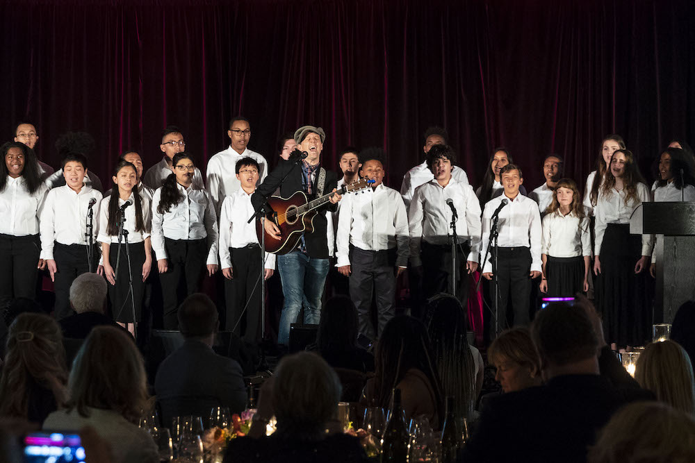 Jason Mraz with the Young Musicians Choral Orchestra