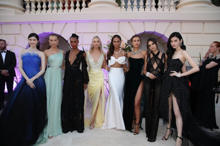 Models before the fashion show