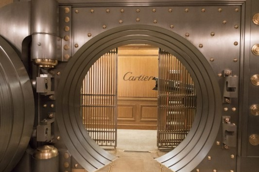 "Cartier vault created for Warner Bros. Pictures' and Village Roadshow Pictures' ""OCEAN'S 8"""