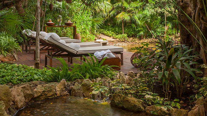 sense-a-rosewood-spa-at-mayakoba-cenote-deck