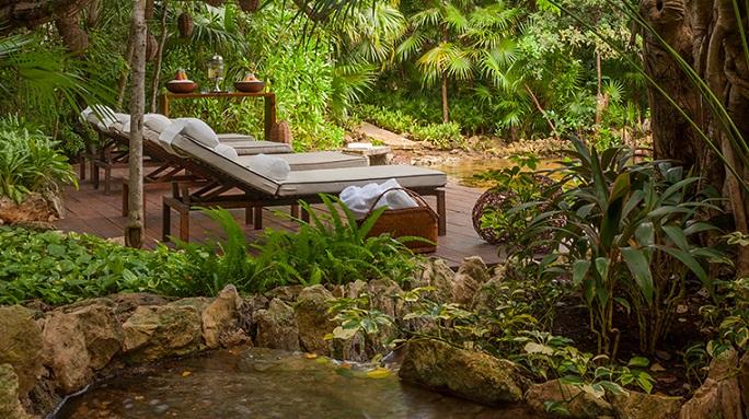 sense-a-rosewood-spa-at-mayakoba-cenote-deck