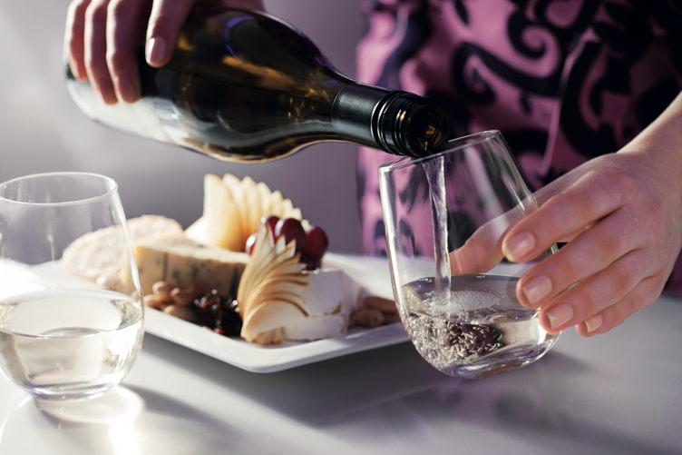 White wine Image landscape-0140802.eps