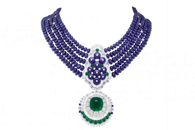 Sous la lune necklace - Cabochon-cut emerald of 29.44 carats (Colombia), 464 sapphire beads for a total of 647.02 carats (Burma), sapphires, emeralds, diamonds. Necklace with detachable clip.