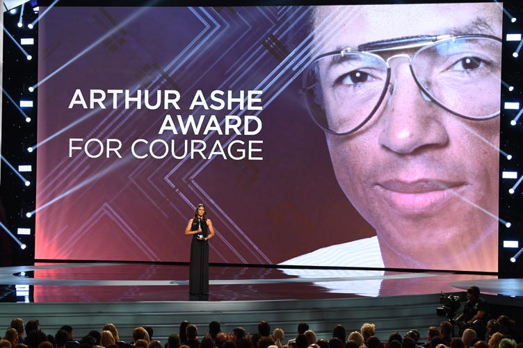 Jennifer Garner presents the Arthur Ashe Award for Courage at the 2018 ESPYS