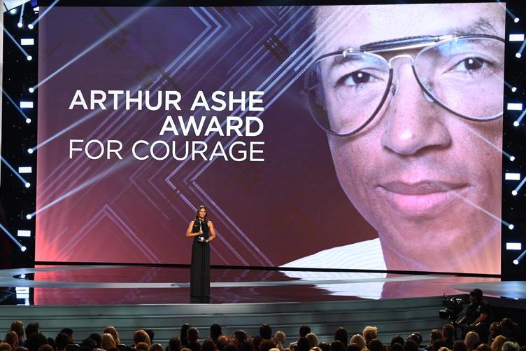 Jennifer Garner presents the Arthur Ashe Award for Courage at the 2018 ESPYS