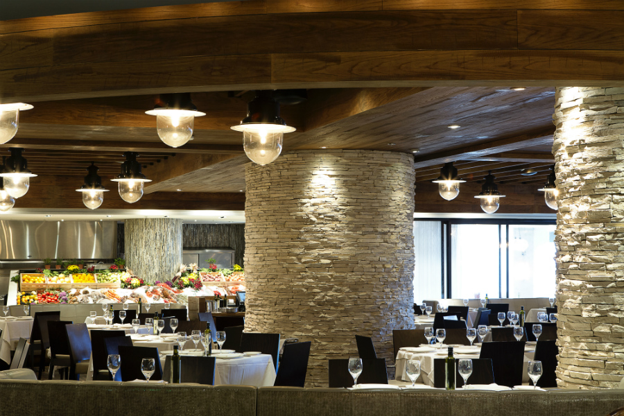 Main Dining Room & Fresh Seafood Market_