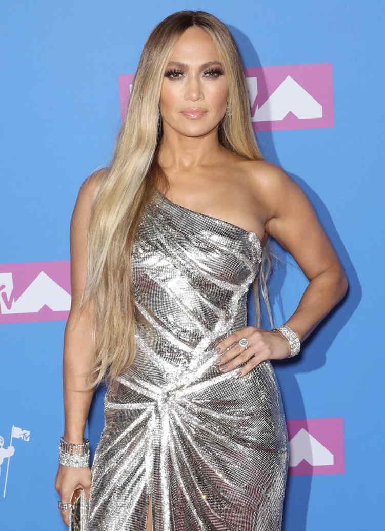 Jennifer Lopez wears $1.7 million of platinum and diamond Tiffany & Co. jewelry to the 2018 VMAs