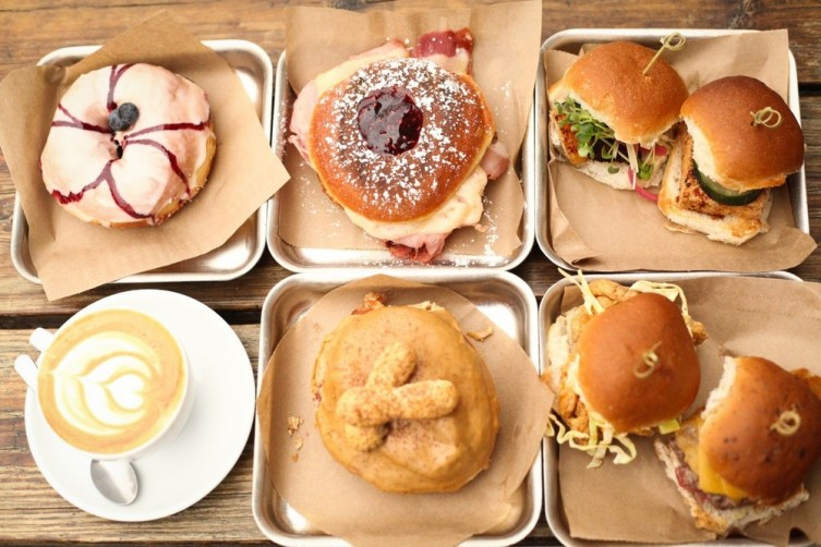 District: Donuts. Sliders. Brew.