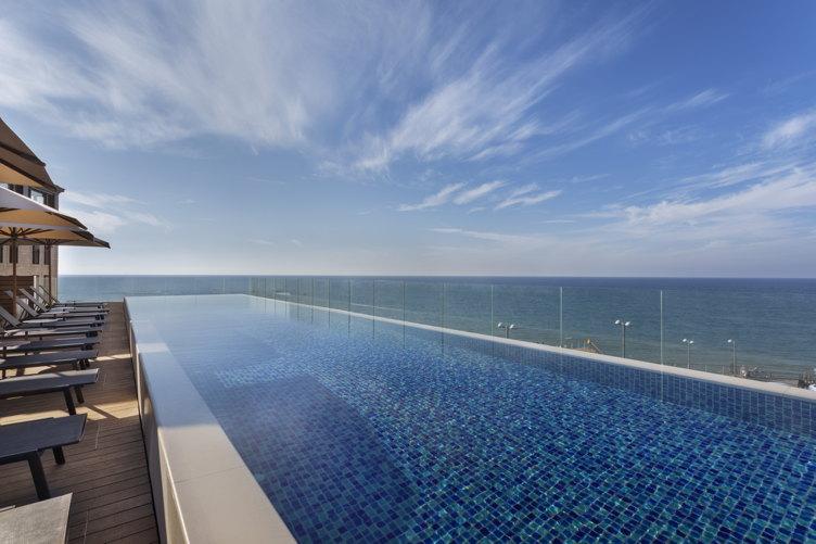 The Setai pool