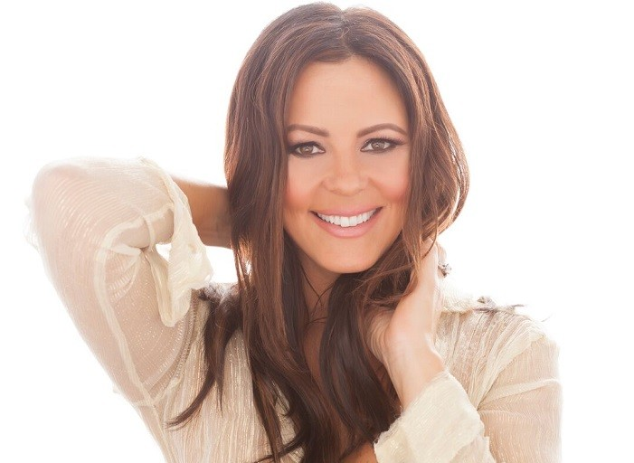 Country Music Star Sara Evans Dishes On Her Latest Album, New Label And Her Frustration With Today's Country Music