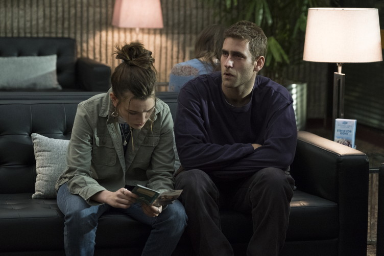 Victoria Pedretti and Jackson Cohen in the Haunting of Hill House