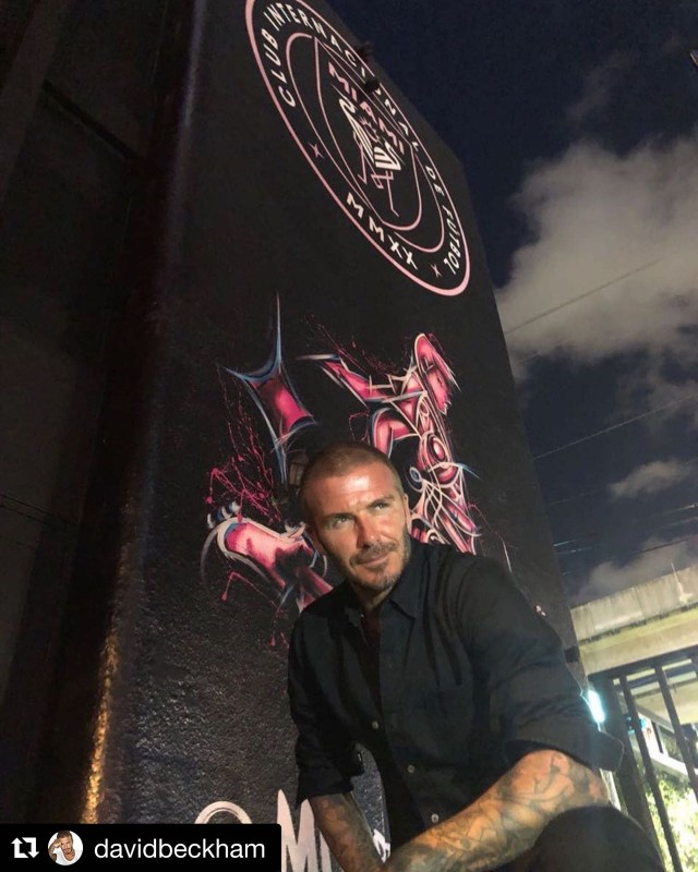 David Beckham in front of the mural designed by artist Alexander Mijares