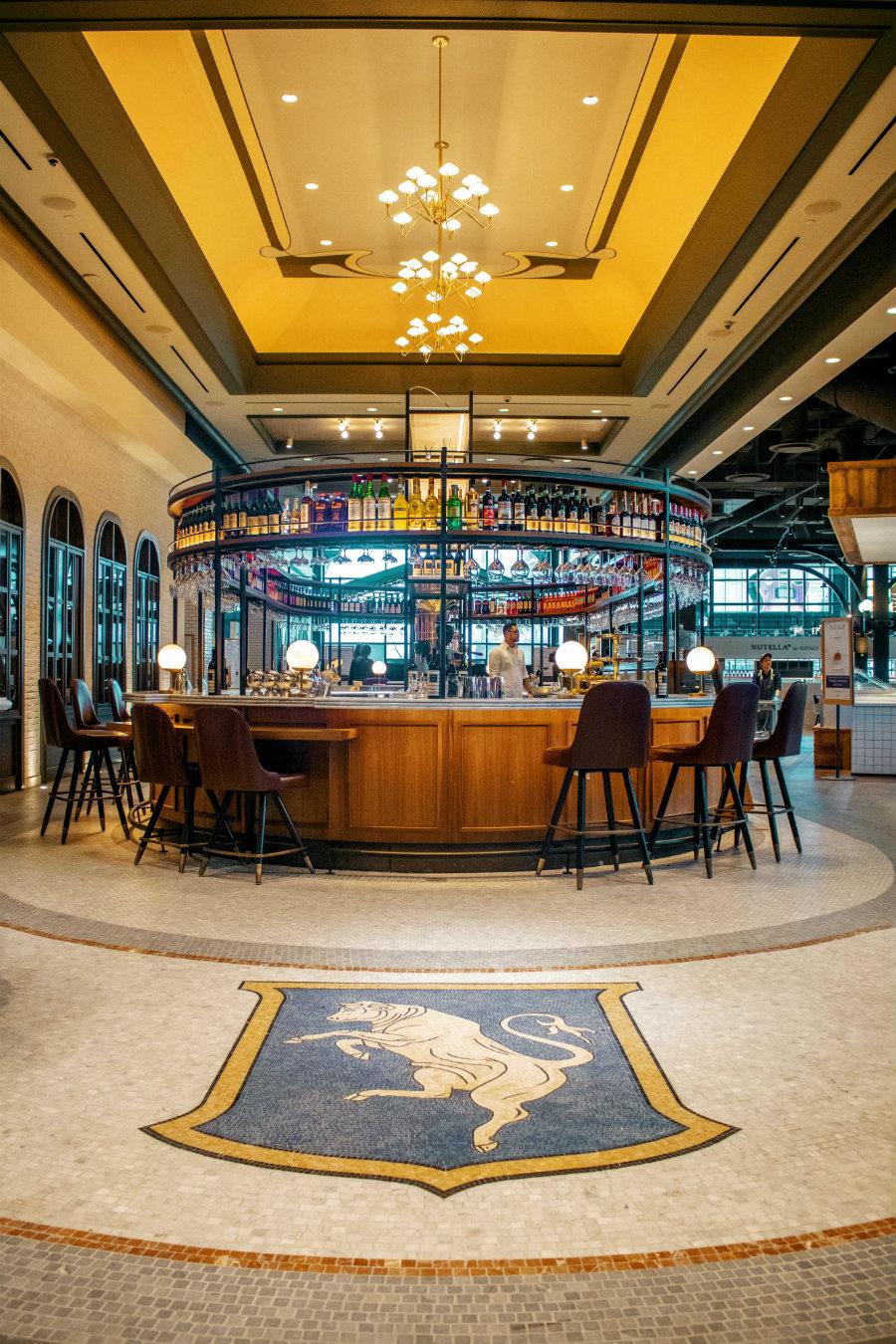 Gran Caffè Milano and the Milano mosaic bull.