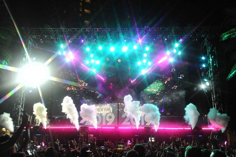 J Balvin and Alesso Ring in 2019 at Fontainebleau Miami Beach