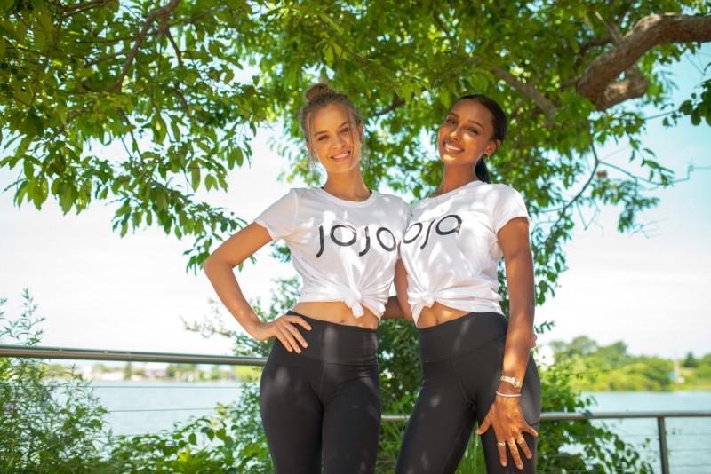 Josephine Skriver and Jasmine Tookes