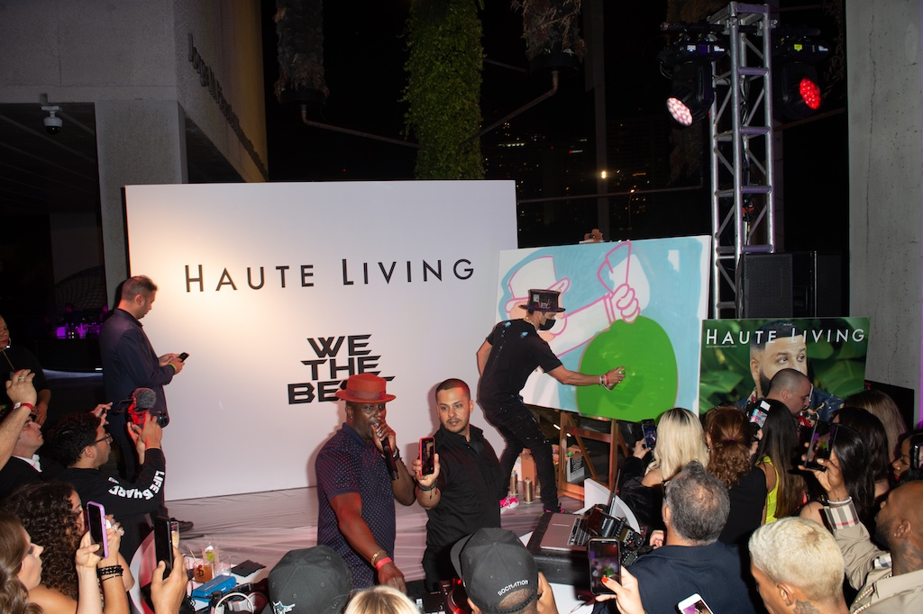 Alec Monopoly live-painting on stage