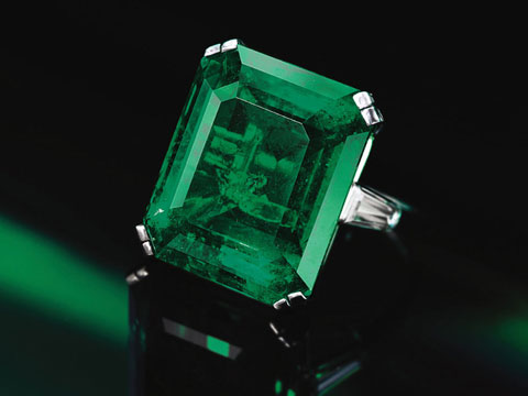 8306-lot-360-emerald-ring.jpg