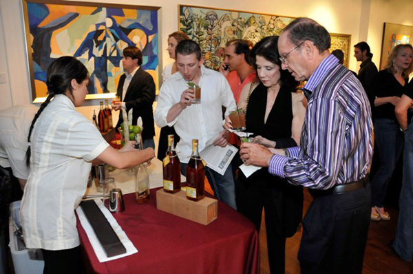Guests enjoying the Atlantico Bar at the William Chewning Preview & Atlantico Rum Cocktail Party. Photo credit Manny Hernandez (14)