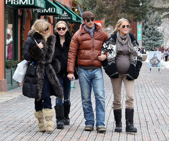 Goldie Hawn, Kate Hudson, Oliver Hudson and Erinn Bartlett
