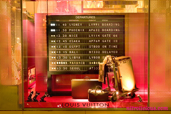 louis-vuitton-city-guides-display-02